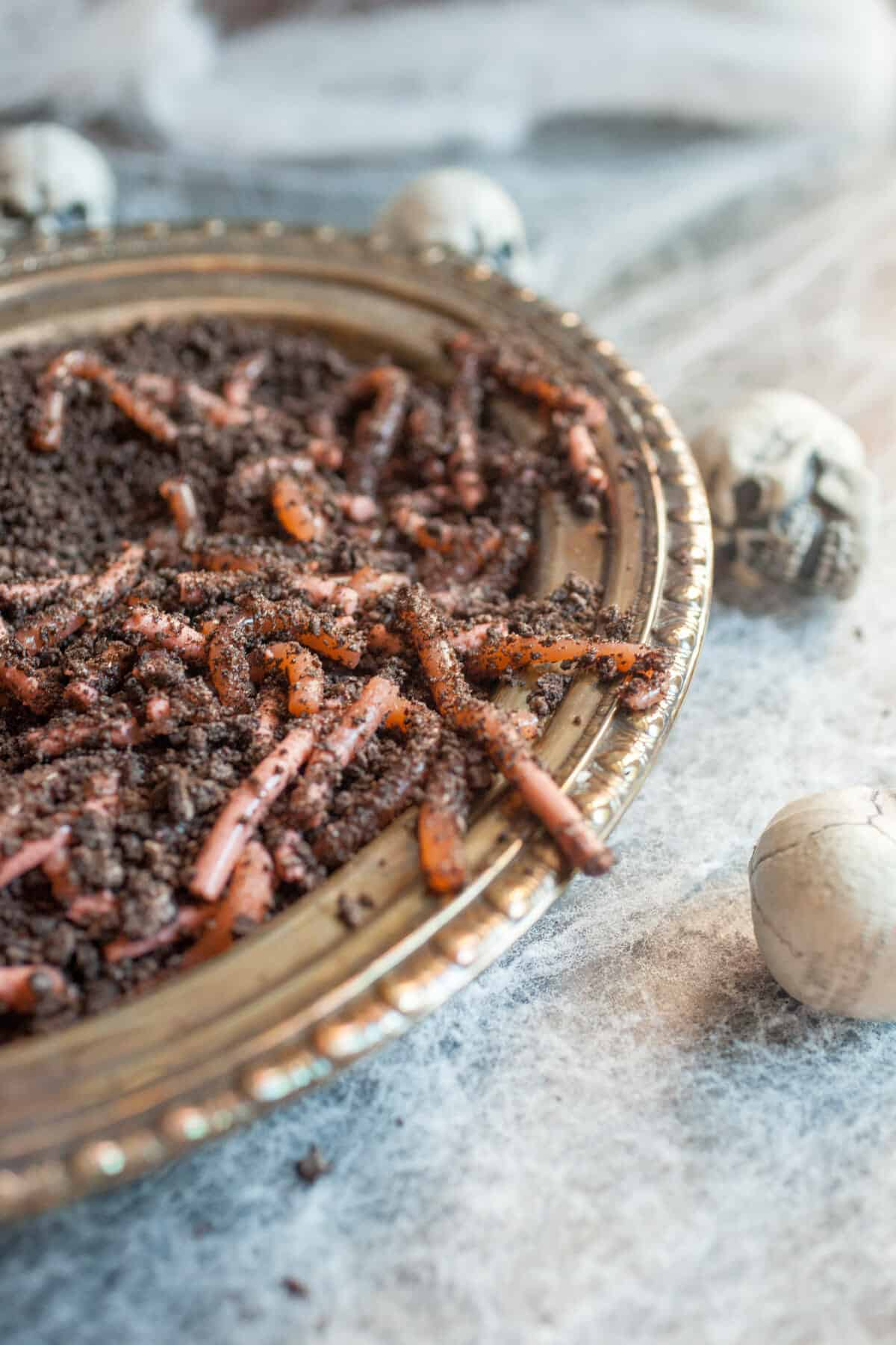 Homemade Realistic Worms: These are super fun to make and look SO realistic. SPOOKY! | macheesmo.com