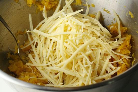 Lotsa cheese.