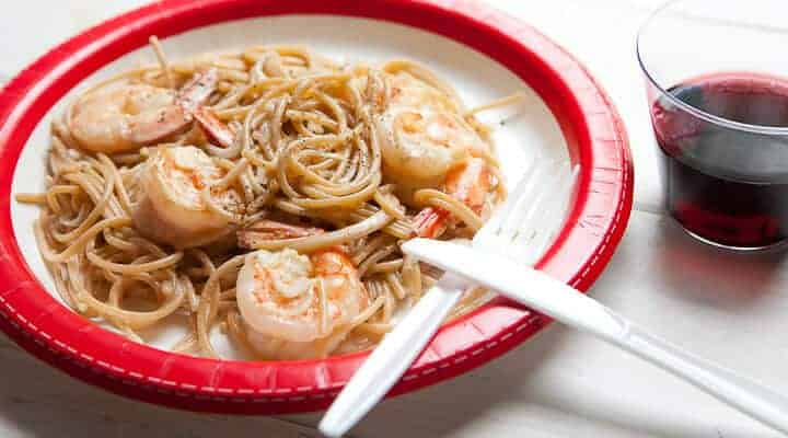 Shrimp Scampi for One! Just because you are eating solo or in a hurry, doesn't mean you can't class it up! Here's my single pot, single serving shrimp scampi recipe! | macheesmo.com