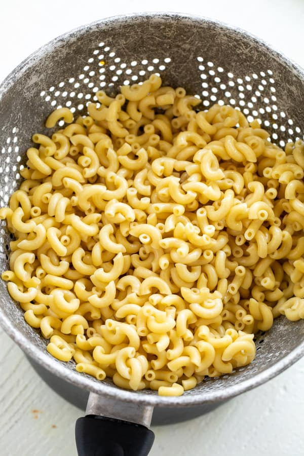 Cooked macaroni for salad