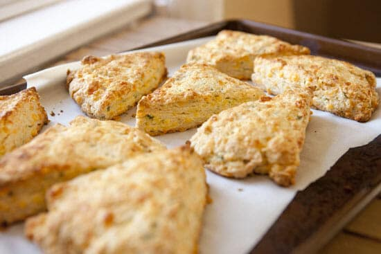 Cheddar Scallion Scones ~ Macheesmo