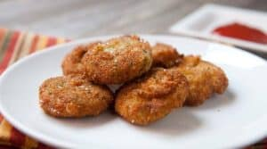 Homemade Veggie Nuggets: These are the perfect vegetarian alternative to the chicken nugget. Made with mashed carrots, broccoli, and golden beets. They are slightly sweet and perfectly crispy! | macheesmo.com