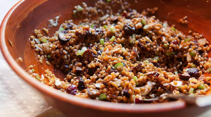 A slightly sweet and citrus-packed wheatberry salad. Perfect for lunch or for a holiday side dish! Via Macheesmo.