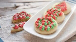 Psychedelic Holiday Soft Cookies: Okay... I'm not the best at frosting cookies, but these are super fun. Who doesn't love a simple soft cookie?!