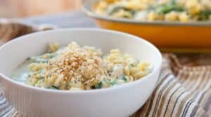 Spinach Artichoke Fusilli: A delicious, creamy no-bake pasta jam-packed with fresh spinach and artichokes. Topped with spicy buttery breadcrumbs!