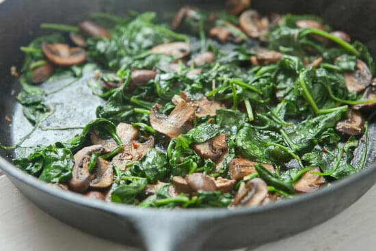 Spinach for puff pastry frittata.