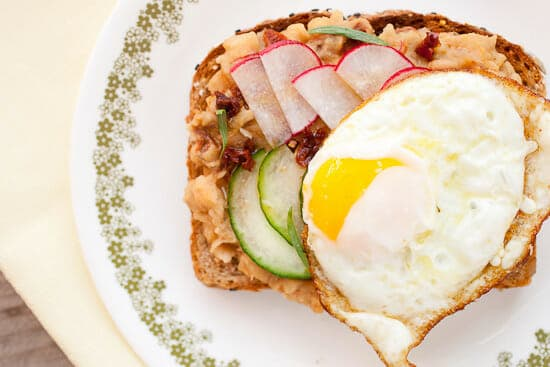 Breakfast white bean toasts.