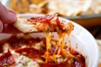 Pepperoni Pizza Dip: This dip is easy to toss together and tastes JUST like pepperoni pizza! I like to serve mine with baked Flatbread Pizza Chips (sponsored)! |macheesmo.com
