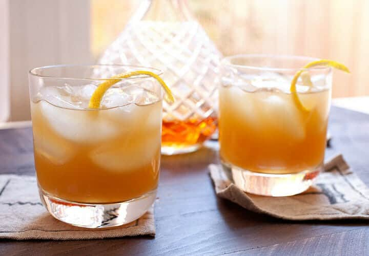 Apple Cider Shrub Cocktails - The new trendy cocktail is actually a twist on an old cocktail: the shrub! This is an easy, perfect for the holidays take on the classic with one secret ingredient: VINEGAR. Trust me on this one! | macheesmo.com