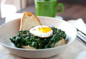 Creamed Spinach Breakfast Bowls: A simple, warming breakfast bowl. Slightly spicy creamed spinach (fresh spinach please!) simmered slowly and served over chunky bread with a crispy fried egg. Simple comfort food! | macheesmo.com