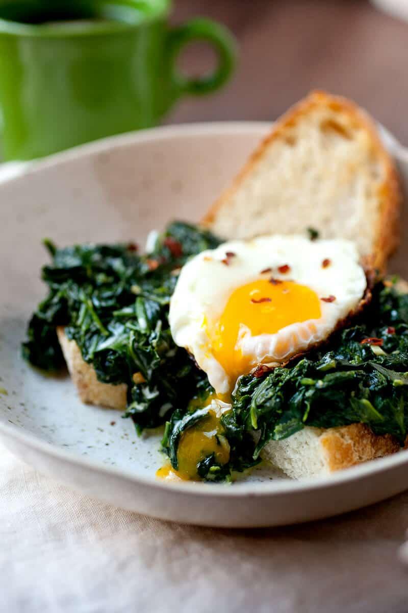Creamed Spinach Breakfast Bowls ~ Macheesmo