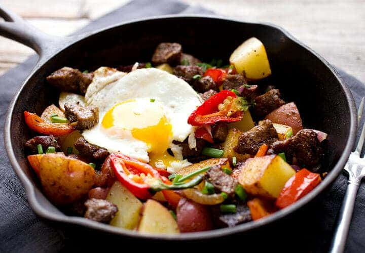 Carne Asada Hash: You'll dream of this hearty, but fast, breakfast after you try it. The perfect mix of tender steak, crispy potatoes, and spicy peppers. Plus, a perfect egg of course. Happy weekend. | macheesmo.com