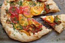 Heirloom Tomato Tart: Homemade pie crust with creamy ricotta cheese and perfectly ripe heirloom tomatoes. Perfect for tomato season! | macheesmo.com