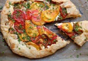 Heirloom Tomato Tart: Homemade pie crust with creamy ricotta cheese and perfectly ripe heirloom tomatoes. Perfect for tomato season! | macheesmo.com