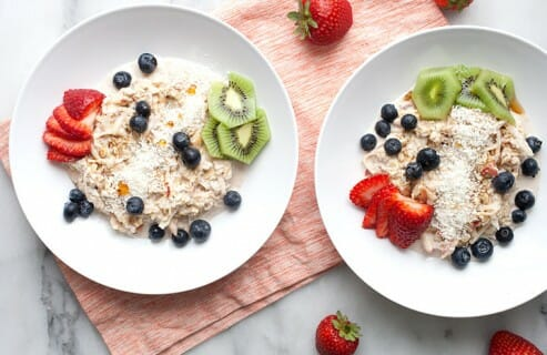 Overnight Coconut Muesli: On hot summer days, I sometimes crave oatmeal, but without the heat. This chilled overnight muesli is definitely the answer. Easy to make in advance and a delicious weekday breakfast! | macheesmo.com