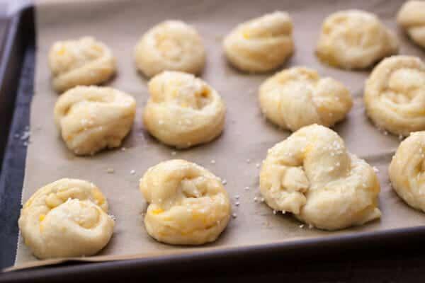 Roasted Garlic Cheddar Pretzel Knots