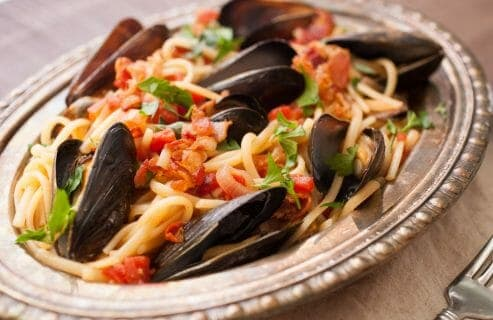 Spicy Mussel Linguine: This is a classic Italian dish packed with fresh mussels plus a light tomato sauce and crispy bacon. Surprisingly easy to make and so delicious. Don't forget the bread!   macheesmo.com
