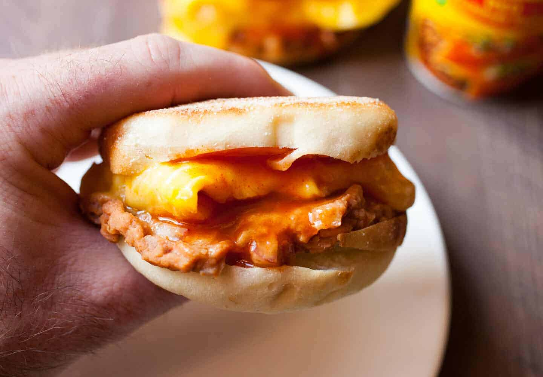 Enchilada Breakfast Sandwiches: A quick and easy breakfast sandwich with delicious Tex-Mex flavors. Don't skip breakfast! | macheesmo.com