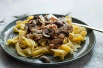 Weeknight Mushroom Stroganoff: Fast and easy mushroom stroganoff that's huge on flavor. You won't miss the meat in this filling vegetarian pasta dinner! | macheesmo.com