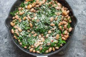 Garlicky bean and kale salad: This bright, colorful, and healthy salad is the perfect side salad for summer. Take it to BBQs and pair it with any grilled dish. Don't skimp on the garlic! | macheesmo.com