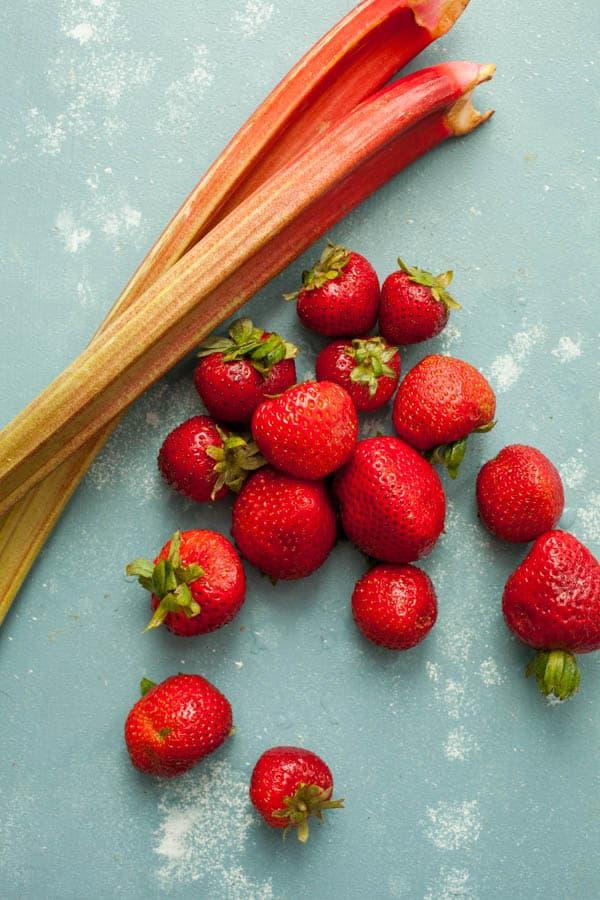 Strawberry Rhubarb Oatmeal Bowls