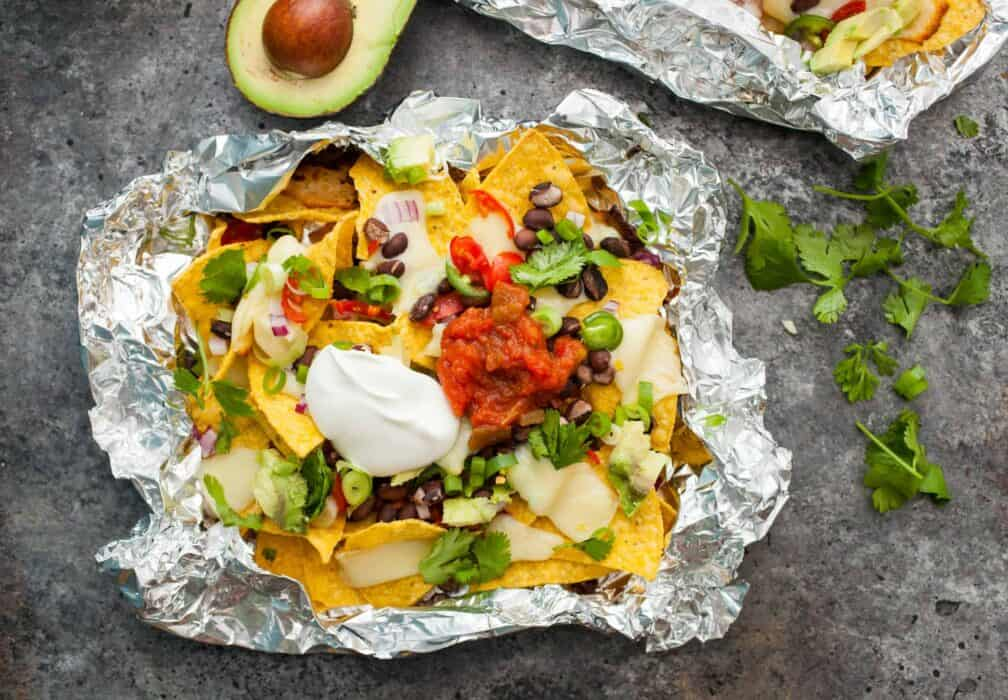 Black Bean Nacho Grill Packs: These easy-to-make nachos are cooked on the grill and make for a perfect quick summer dinner! | macheesmo.com