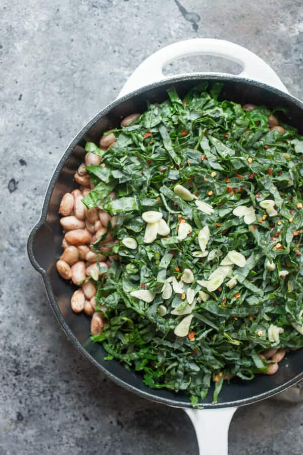 Garlicky bean and kale salad