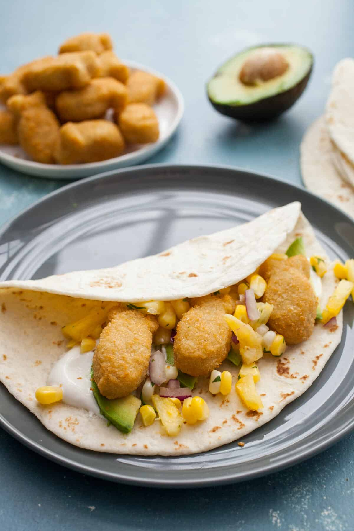 Kid Friendly Fish Tacos: These delicious fish tacos are easy to make and a simple way to get a healthy dinner on the table that kids will LOVE. Adult-approved as well! | macheesmo.com