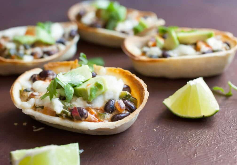 Creamed Pepper Taco Boats: These baked taco boats are stuffed with a creamed pepper mixture that's SO flavorful. Any Tex-Mex lover will not want to share. | macheesmo.com