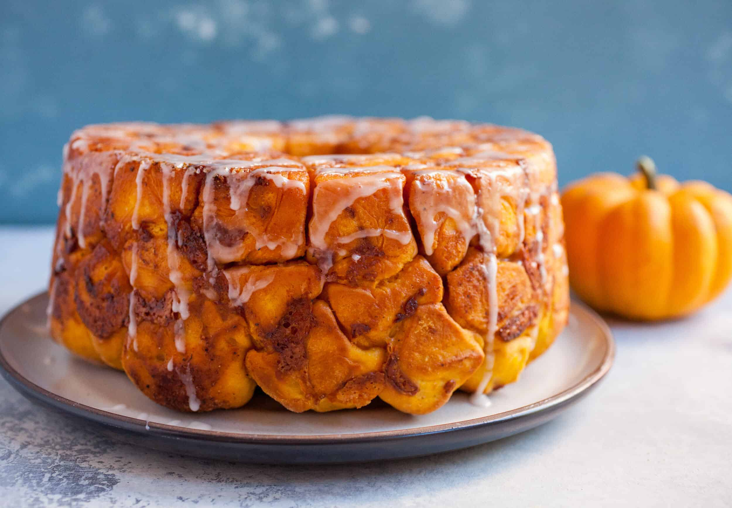 Pumpkin Gruyere Monkey Bread: This is my new favorite pumpkin item. It's the perfect blend of savory and sweet. Easy to eat, but hard to share! | macheesmo.com