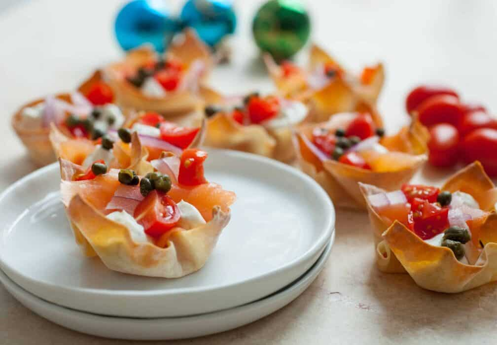 Lox Wonton Cups: These easy wonton cups are the perfect appetizer for a party. Easy to make and really classy. Plus, very delicious!   macheesmo.com