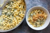 One Pot Spinach Mac and Cheese: This near miracle recipe comes together all in one pot and ends up being super creamy and delicious. Eat it right out of the pot or bake it! | macheesmo.com