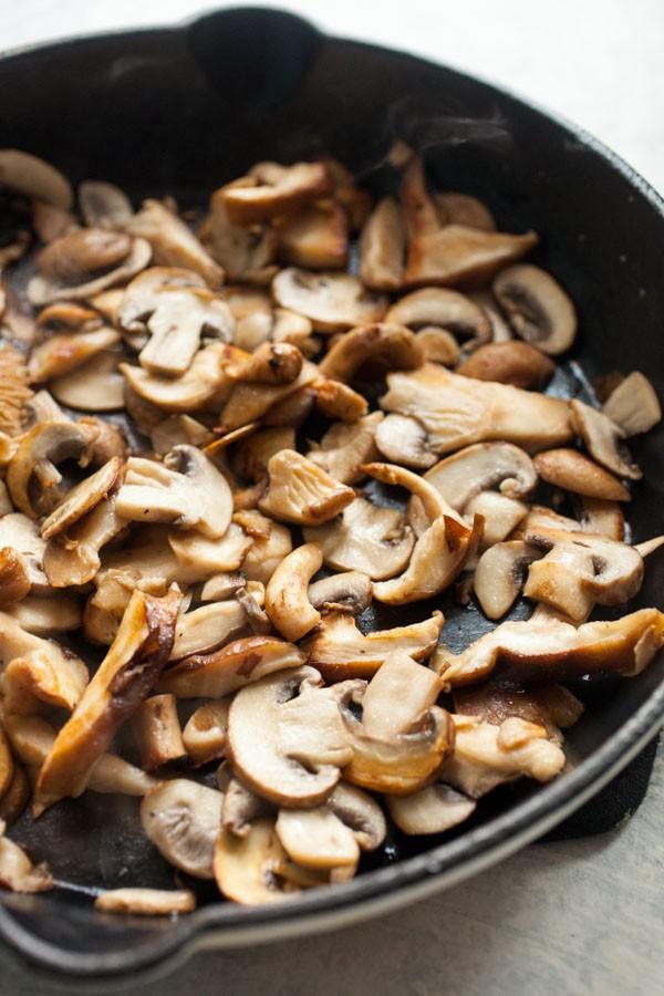 Mushrooms for hummus toast