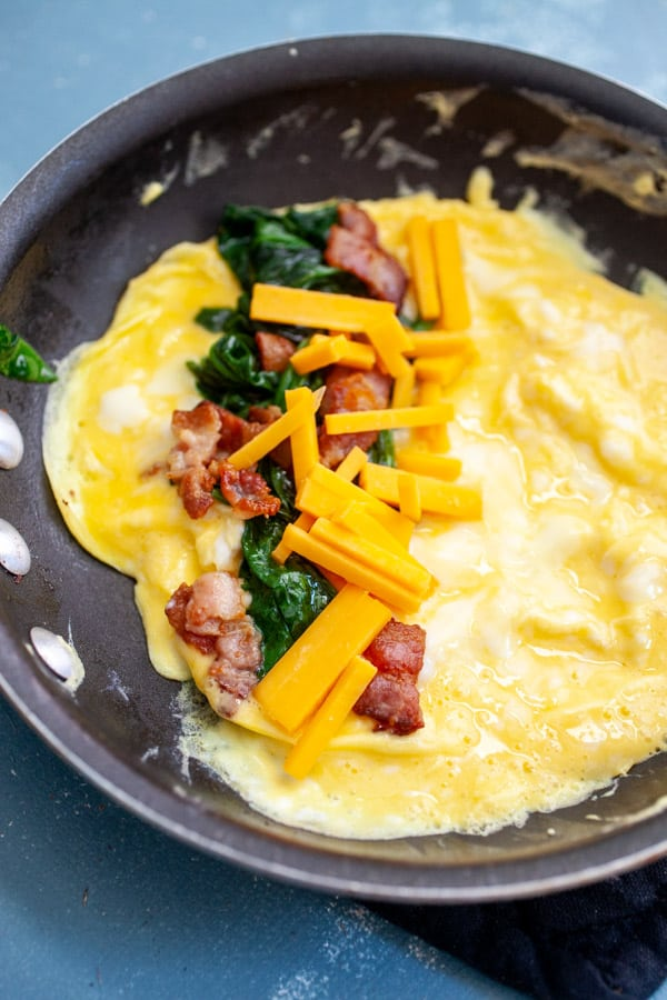Bacon Spinach Omelette with Cheddar