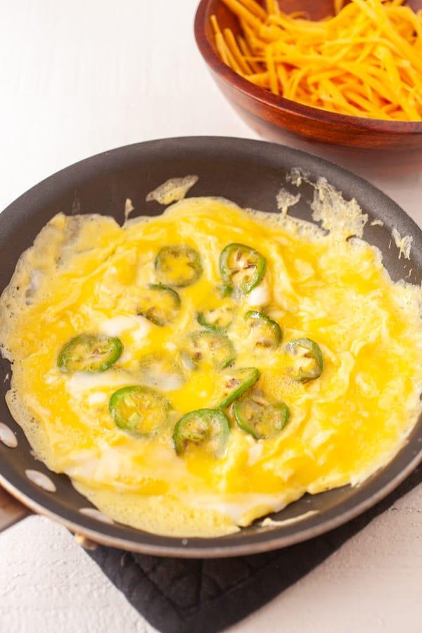 Cooking - Cheddar Jalapeno Omelette