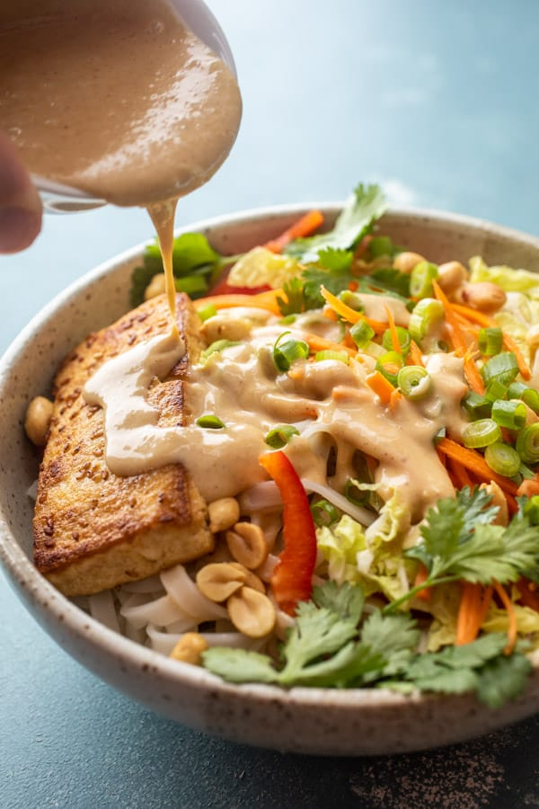 Thai Noodle Bowls with Peanut Sauce and Tofu