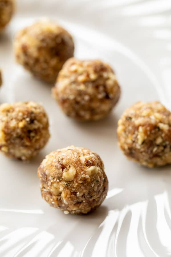 No Bake Energy Balls with Dates