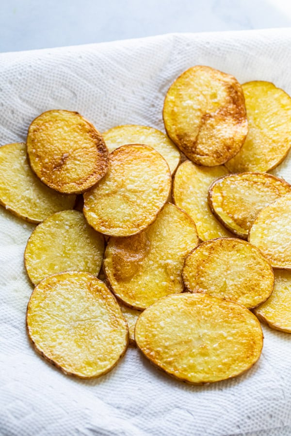 Fried potatoes ready for serving.